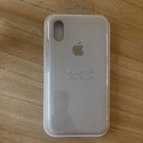 Cover til IPhone xs i lys grå. Kan sendes på købers regning eller hentes