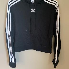 Brand: Adidas  Materiale: 100% bomuld   OBS: Prisen er fast og jeg bytter ikke!