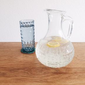 Den smukkeste sommerkande med mønster i glasset. Den har ingen skår og måler 22 cm i højden. Den kan hentes i Kbh NV :)