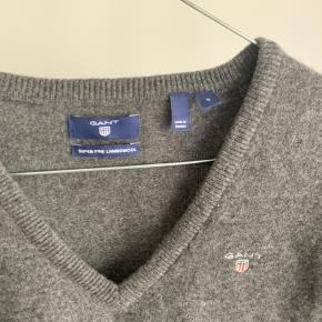 Sælger denne fine gant strik i 100% uld. Trøjen er brugt nogle gange, ikke meget. Sælges da jeg ikke bruger den, og den bare hænger i skabet...  Nypris: 1200