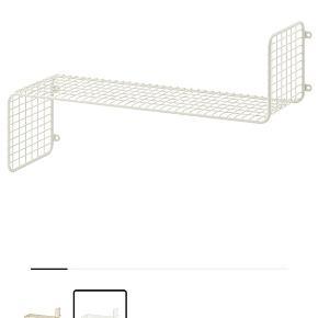 To hylder fra Ikea. De har aldrig været brugte