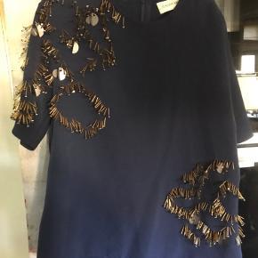Smuk bluse fra MB med guld perler..
