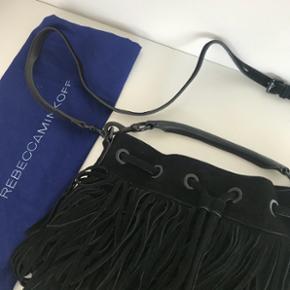 RebeccaMinkoff taske med frynser. Aldrig brugt. Ægte ruskind og rigtig god kvalitet. Np 1.700kr. Mp 950kr