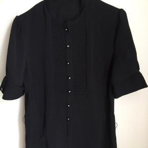 Fin skjorte bluse fra inwear. Mangler en enkelt knap forneden
