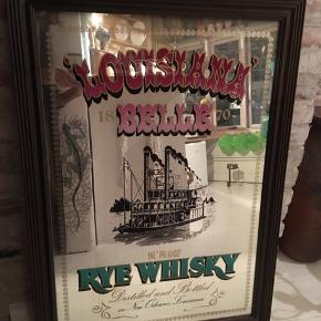 Spejl med skrift - Louisiana Belle Rye Whisky med mørk træramme. Pæn stand. Højde bredde 89x63cm. 150kr Kan hentes Kbh V