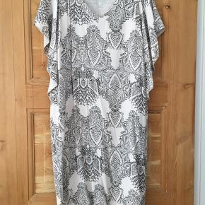 Fin kjole - Str 34 (vil mere mene 36/38)  Den er sååå fin, men får den desværre ikke brugt.