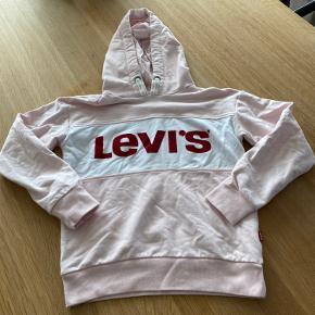 Fed Levi's hættetrøje, kun brugt 2-3 gange...  Bytter ikke...