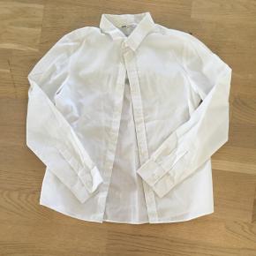 Hvid skjorte fra h&m i god stand.