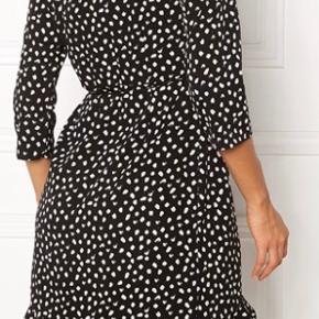 Vero moda slå om kjole som ny, str m