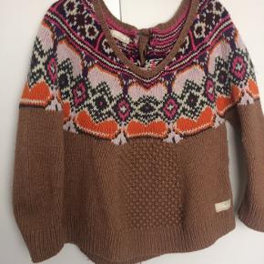 Ynglingssweater, men bruger den ikke mere. Størrelsen er 3/L, flot mønster, fnulder, der nemt kan tages af.