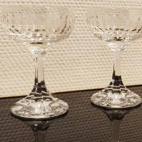 5 flotte krystal glas til fx portvin. Højden ca 11/12 cm