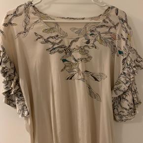 Rigtig lækker kvalitet  Mener det er silke  Flot skjorte