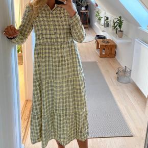 Ternet kjole, næsten aldrig brugt