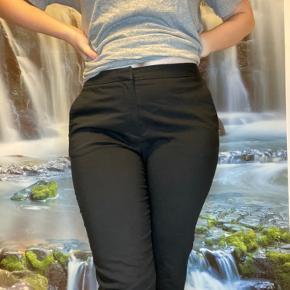 Sorte cropped habitbukser fra HM