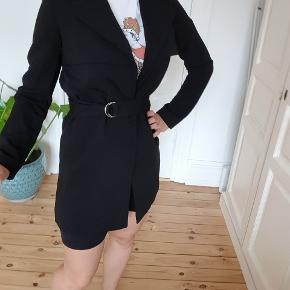 A very light, summer jacket, size S but fits me, a 38-40( in picture)