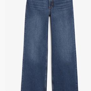 Fine bukser fra MONKI<3 I en str 25<3 Byd endelig