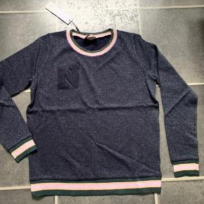 Neo Noir Bluse, Ny, med prismærke. Kastrup - Neo Noir Bluse, Kastrup. Ny, med prismærke, Aldrig brugt og stadig med prismærke. Har ingen skader eller tegn på brug