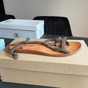 N.d.c. sandaler