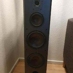 To stk ( en højre og venstre)Dali concept 8 højtaler, spiller fantastisk, sælges grundet flytning. Til ham der ønsker fantastisk lyd også når der skal spilles højt   Fra ikke ryger og dyre hjem.   Har små ridser, men intet af betydning.