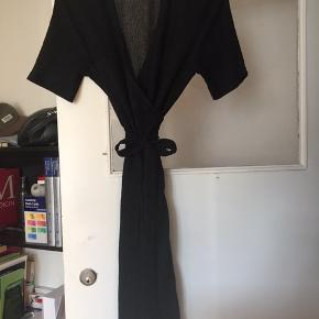 Byd. Sort glimmer kjole fra envii. Brugt 1 gang.