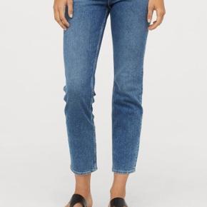 Sælger disse Vintage Slim Ankle jeans fra H&M. Jeg har aldrig haft dem på, da de er købt for store men jeg ikke nåede bytte dem.   Førpris 249,-  De kan afhentes på Amager   Obs. Størrelsen er 30! Kunne bare ikke vælge det her i Trendsales menuen :)