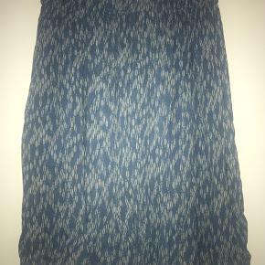 Super fin nederdel - der er ikke størrelse i, men en medium Large - der er elastik i taljen