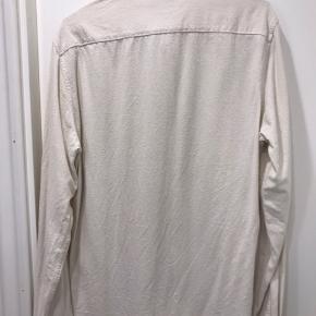 NN07 Alberto 5107  Skjorten er lavet i 100% silke   Har kun brugt den i sommer sæson 2019, men fejler ikke noget.