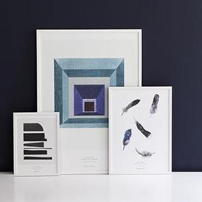 Plakat, Stilleben, motiv: Grafisk, b: 50 h: 70  Blue Square grafisk plakat fra Stilleben. Plakaten måler 50 x 70 cm.  SÆLGES FOR 300 KR  BYTTER IKKE!