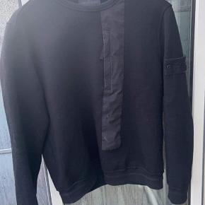 Sælger denne lækre trøje til de varme tider  Str m Cond 9 Fejler intet  Snup til 1300 hh