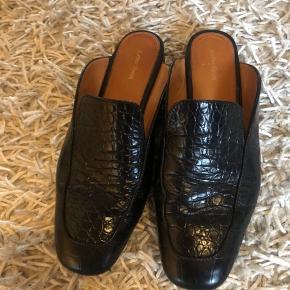Læder loafers, brugt en håndfuld gange:-) fejler intet   Køber betaler fragt