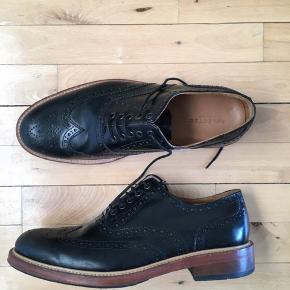 #30dayssellout #selected #herresko  Brogue herresko fra Selected Str. 44 - fitter 44.5-45 Skoene har været brugt i få anledninger, men står stadig som nye.  Kan også afhentes i Kbh