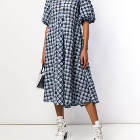 SØGER disse kjoler!! Str 34 eller 36.