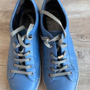 """Et par gamle lavin i UK8/42. Kostede 476€ fra nye. De har fået en del skader med tiden, men hvis du ikke gider gå gennem """"uh pas på mine nye sko""""-fasen, så er de her perfekte"""