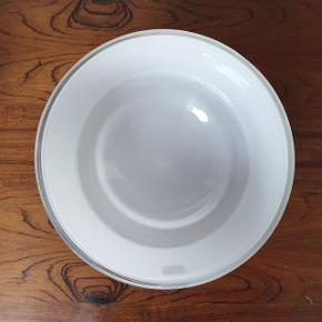 Mælkehvid skål i krystalglas fra Zwiesel. Aldrig brugt og stadig i den originale æske. 15 cm i diameter. NEDSAT PGA FERIE 🌞😎