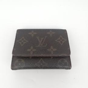 Louis Vuitton pung 🍂  Der er plads til alt man har brug for🌸  Det er en smuk pung i monogram 🍂  Har meget få tegn på brug 🌸  Jeg har desværre intet originalt tilbehør da den er købt vintage ♻️