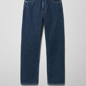 Sæler de her bukser fra weekday de er kun brugt 4 gange og vasket 2 gange Det er størrelsen 24/28 og modellen Voyage