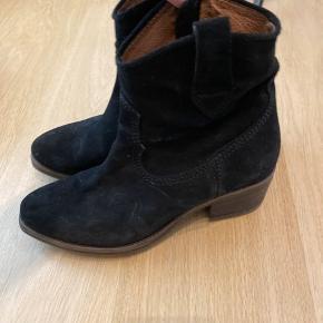 Fede cowboy støvler fra via vai.  Nypris 1600.- byd