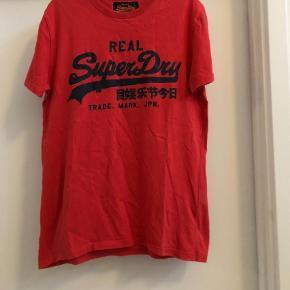 Varetype: T-shirt Farve: Rød Oprindelig købspris: 400 kr. Prisen angivet er inklusiv forsendelse.  100% bomuld