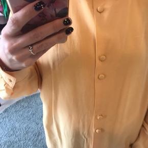 Vintage gul skjorte med de fineste knapper 😍