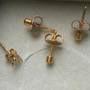 2 øreringe der ee brug lidt men ik meget og så en der aldrig er blevet brugt Vil gerne have 200kr for dem alle 4  Bytter også