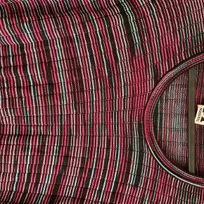 Bluse, næsten som ny.  IT42 (svarer til str. 38/M i dansk str.)