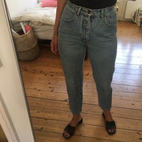 """Blå denim bukser. Super elastiske. Mærket hedder """"X-crept"""" har købt den vintages.  Indeni står størrelsen til at være 29 /30"""".  100% bomuld. Vildt lækre at have på! Har bare alt for mange bukser, derfor sælges. 💙💙💙💙"""