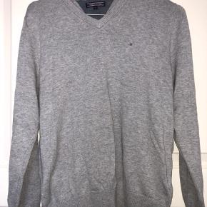 Lækker sweater fra Tommy Hilfiger  BYD gerne