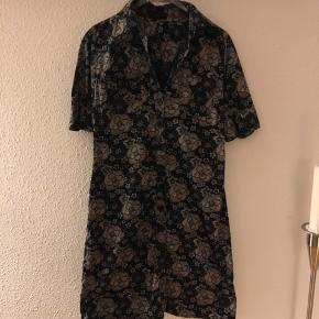 Skjortekjole Str l, lille i størrelse