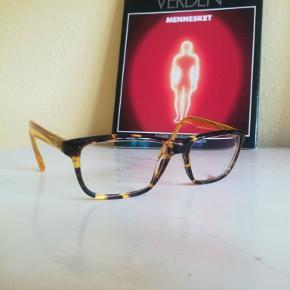 Udmærkede briller med styrke 1,5 ÷ i skildpaddemønster fra mærket SAND. Sælges grundet jeg selv bruger højere styrke nu 👁️