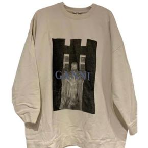 Sælger denne udsolgte sweater fra ganni i xs-small, men er oversize så kan også passes af en medium. Fejler ingenting. Kan afhentes på Frederiksberg