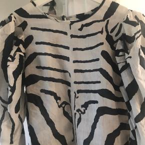 Super fin bluse med pufærmer fra hm studio ss 2019,bluse var hurtig udsolgt på deres hjemmeside
