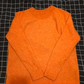 Enbobp knit i orange. Super flot udover en kjole eller til jeans.