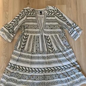 Super sød tunika fra Vero Moda. Skønt print!