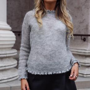 Sød strik/sweater fra Neo Noir med de fineste detaljer 💕